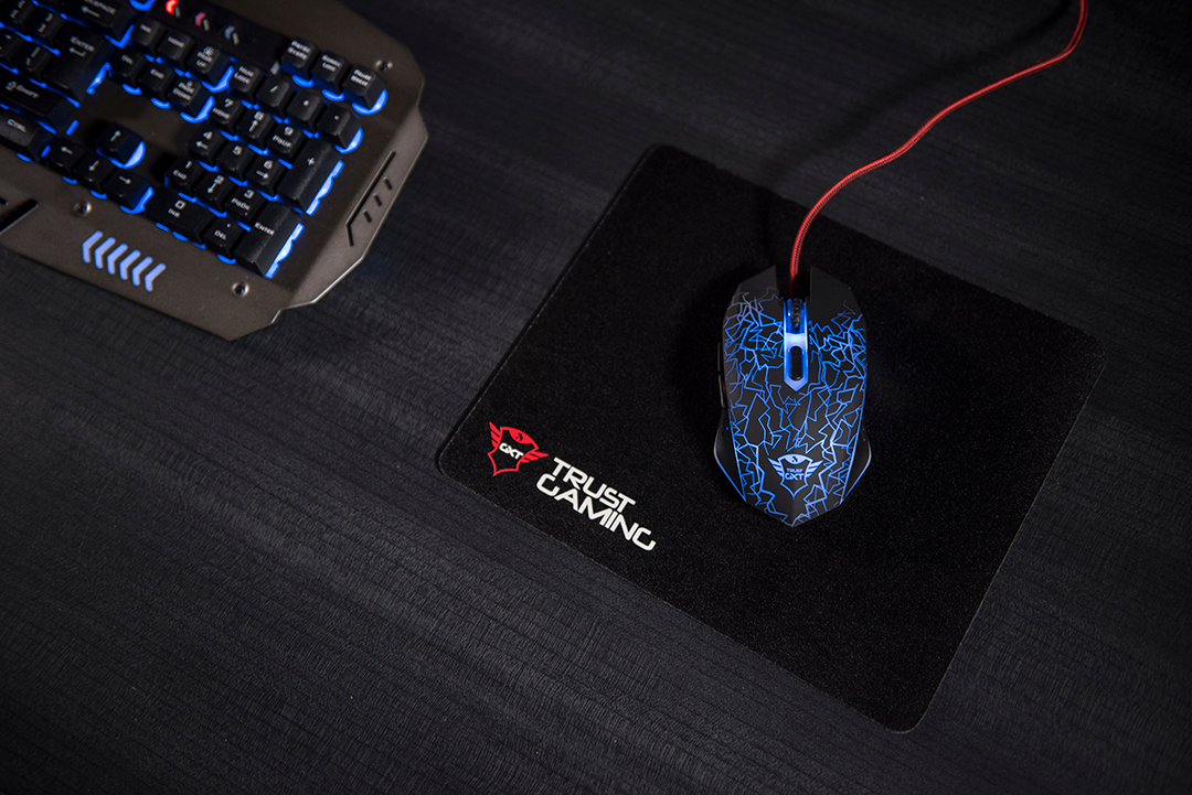 6088fdc7e32 Therefore it is a perfect mouse when you need to share your gaming mouse  with your family or friends who use a different dominant hand to control  the mouse.